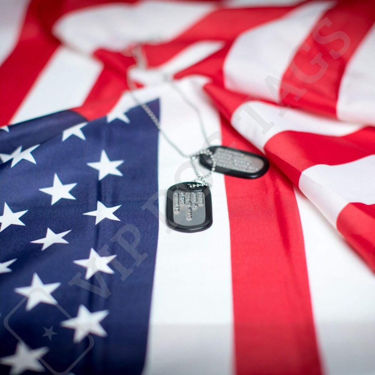 original_us_dog_tags_with_us_flag