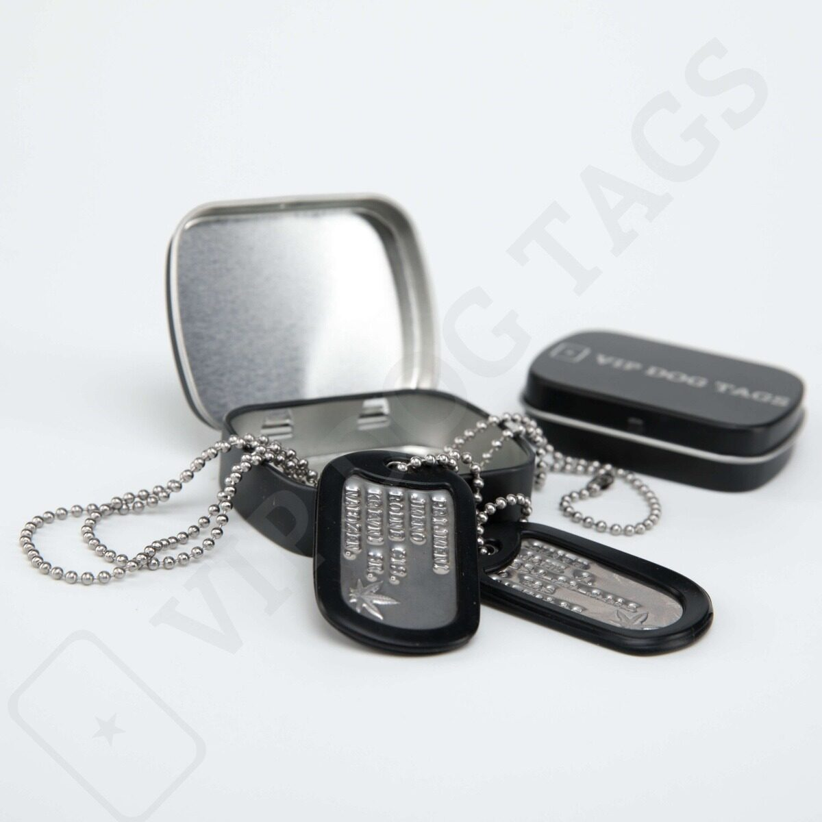 Maple Leaf_dogtags_marihuana