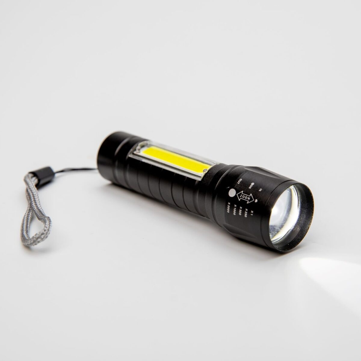 LED svítilna multifunkční USB s vlastním textem nebo logem - 665881